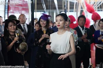 〈ボディーワークス〉アーティストとしての成功を祝って乾杯!!大人びた魅力を放つ芳根京子を映した映画『Arc アーク』本編映像解禁!こだわりの美術にも注目!